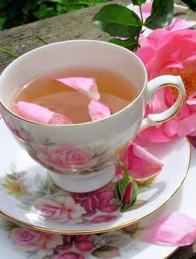 خواص خوردن چای گل سرخ